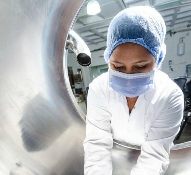 certificaciones abadi, medidas de salud y seguridad en el trabajo, uniforme de proteccion industria de alimentos