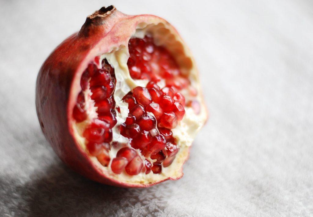 granada, alimento de temporada recomendado por productos abadi
